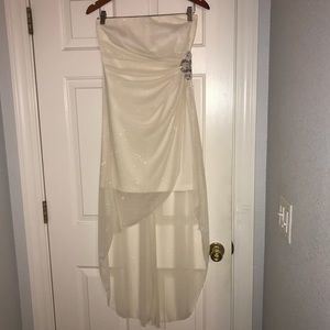 Beautiful formal/special occasion dress. Size 7.